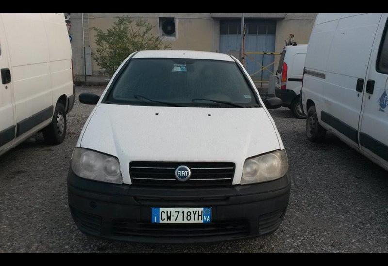 targa-CW718YH-Fiat-Punto-Van-2