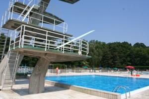 Trampolino e piscina